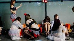 女模加入展会事业线暴露跨越2cm罚款5000元
